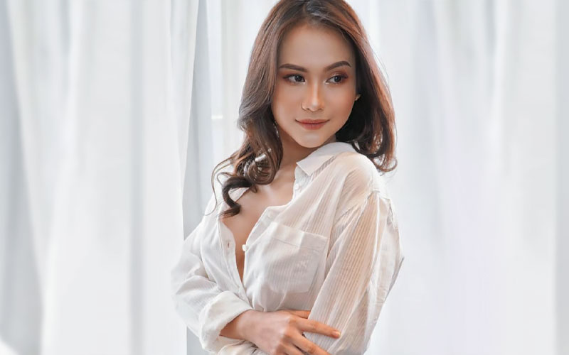 pretty indonesian girl in white shirt